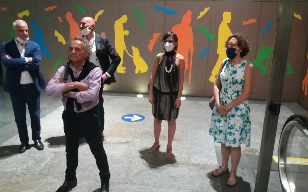 Inaugurata la nuova installazione artistica del Maestro Ugo Nespolo nella stazione di Porta Nuova
